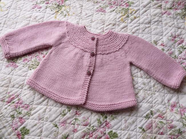 Modèle tricot gratuit gilet bébé fille